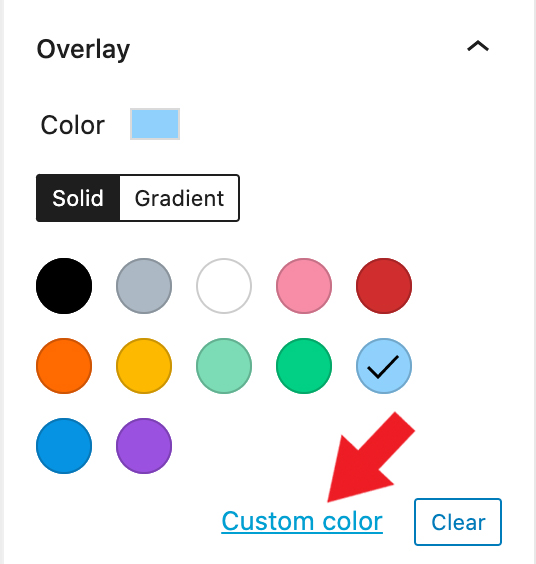 WordPress editor cover block color settings panel. Red arrow points to custom color link.